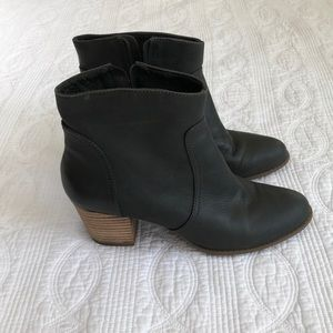 Sole Society Romy Bootie. Gary leather size 8